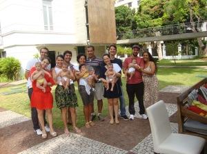 5 bebês nascidos de parto humanizado, 5 amizades seladas durante as aulas de yoga