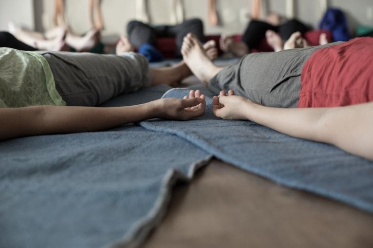 Curso de Yoga com Bebês e Developmental Baby Massage com Anne Sobotta e Peter Walker, São Paulo 2016. Foto Sabrina Pestana Estúdio Gangorra