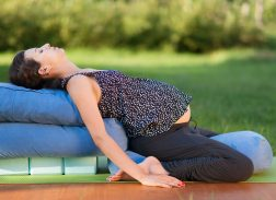 Yoga prenatal, adjustment, Anne Sobotta