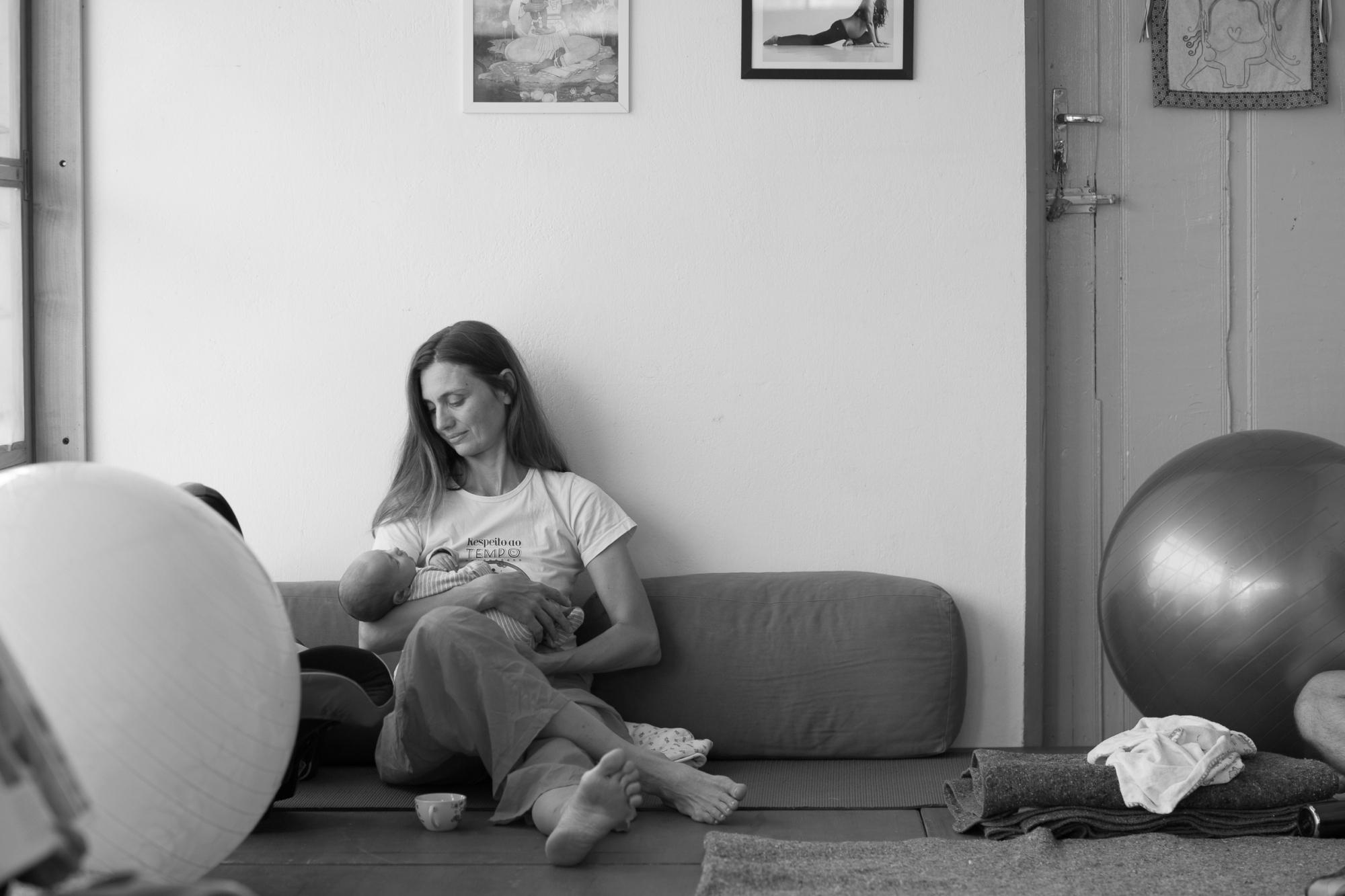 yoga para gestantes e mães e bebês Anne Sobotta
