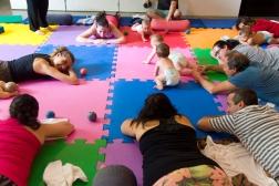 Anne Sobotta yoga e massagem para bebes_família mam_2018_foto karina bacci